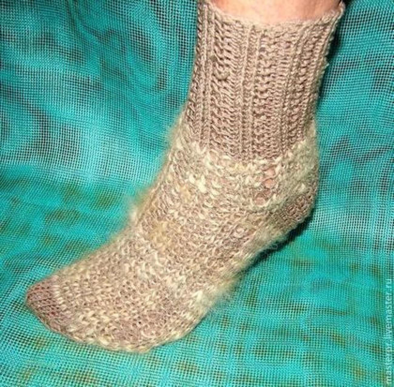 Носки-стрейтч артикул №29ж спортивного типа ручной вязки
