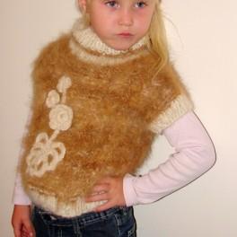 Жилет «Аленький Цветочек» для девочки вязанный ручной работы из собачьей шерсти.