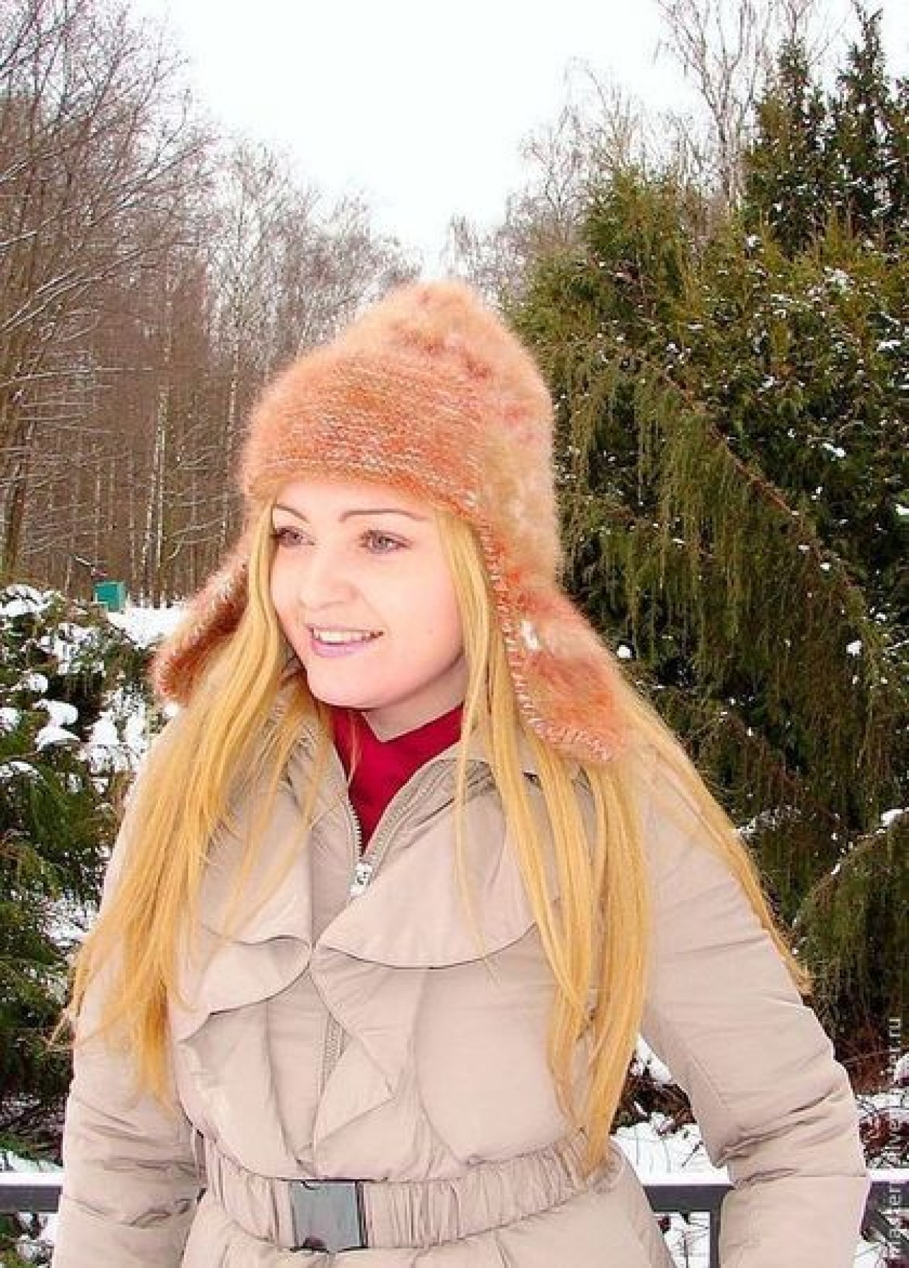 Шапка «Золотая Фея» женская ручного вязания из собачьей шерсти